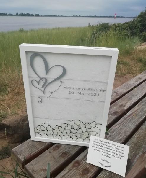Gästebuch zur Hochzeit aus Holz als Gästebuchrahmen mit Holzherzen