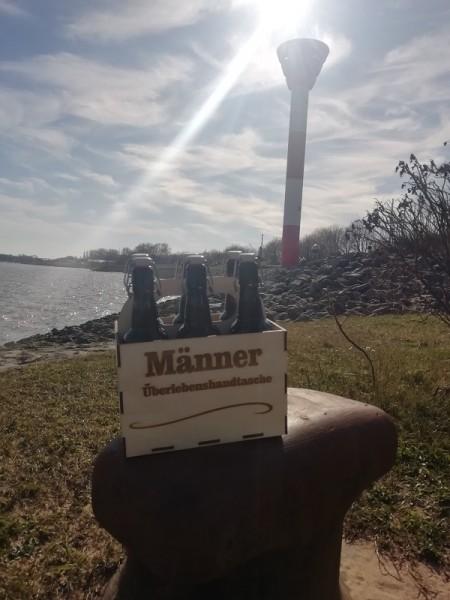 """Bierkiste """" Männer Überlebenshandtasche"""" mit 6 Bier aus dem """"Butjenter Brauhaus"""" und einem gelasert"""
