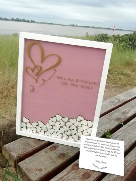 Personalisiertes Hochzeitsgästebuch aus Holz mit Holzherzen in altrosa rosa gold