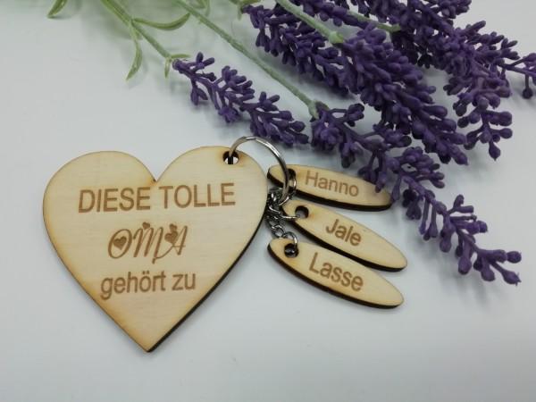 """Schlüsselanhänger aus Holz- personalisiert """" Oma"""""""