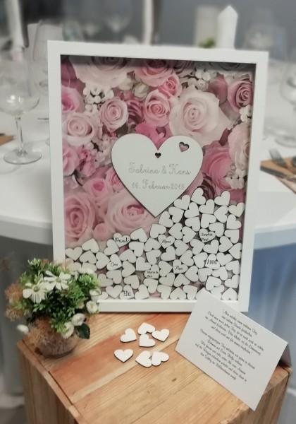 Hochzeitsgästebuch als Holzrahmen mit Holzherzen und Rosenmotiv Rosa
