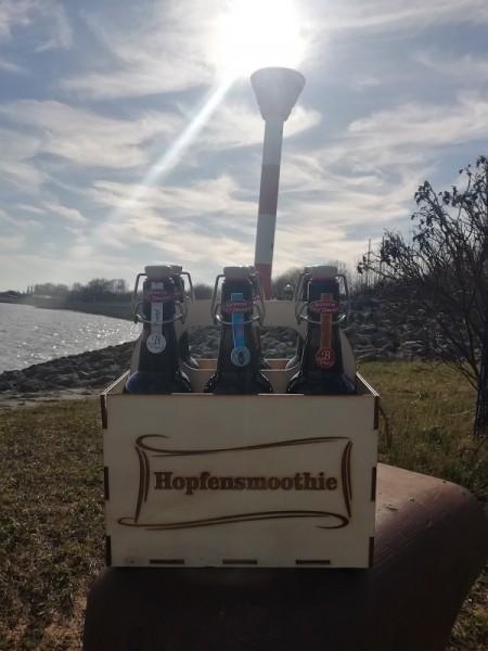 """Bierkiste """"Hopfensmoothie"""" für Männer mit 6 Bier aus dem """"Butjenter Brauhaus"""" und einem gelasertem"""