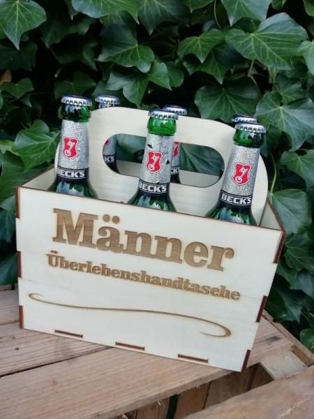 """Bierkiste """"Männer Überlebenshadtasche"""" Becksbier mit gelasertem Holzschild und Lieferung"""