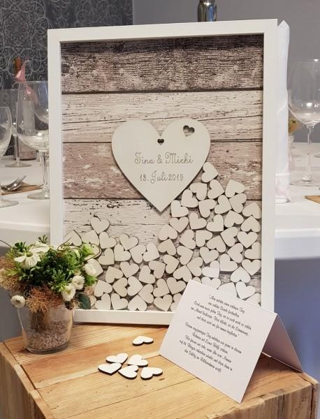 Gästebuch Hochzeit mit Holzherzen aus Holzrahmen in braun gestreift