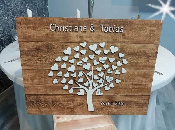 Weddingtree auf und aus Holz, Herzbaum , Baum mit Holzherzen